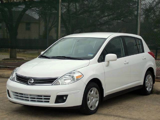2012 NISSAN VERSA 18 SL HATCHBACK white  all internet prices are reduced for cash cashiers c