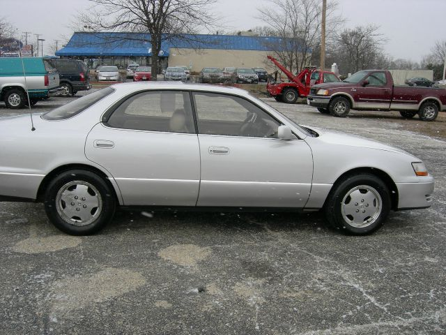 1996 Lexus ES 300 - North Aurora, IL