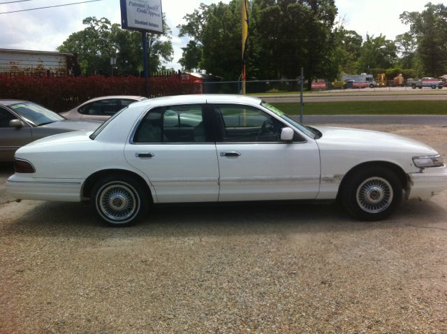 1997 MERCURY GRAND MARQUIS GS white 97 grand marquis with only 83k original miles this a full siz
